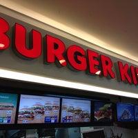 Foto tirada no(a) Burger King por Carlos M. em 4/10/2012