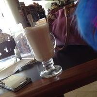 Foto scattata a La Sevillana Gourmet Café da Jess H. il 8/15/2012