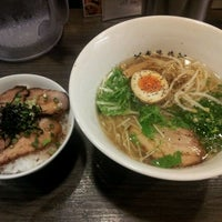 Photo taken at 牛骨ラーメン 香味徳 銀座店 by むった on 10/5/2011