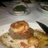 Foto tomada en Ruth's Chris Steak House por Lisa K. el 9/28/2011