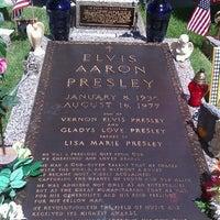 8/14/2011에 The T.님이 Elvis's Grave에서 찍은 사진