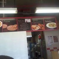 Foto tirada no(a) Pizza Hut por Eduardo S. em 4/27/2012