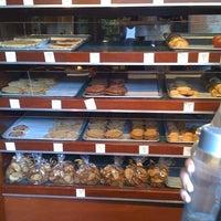 Foto tomada en Dahlia Bakery por Jaime S. el 4/6/2011