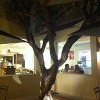 Foto tirada no(a) Fran's Café por Marlo T. em 9/6/2011