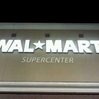 Das Foto wurde bei Walmart Supercenter von Kim H. am 1/30/2012 aufgenommen