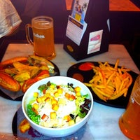 Photo taken at 100 Montaditos by GnZ N. on 10/4/2011
