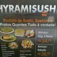 Foto tirada no(a) Hyrami Sushi por Jose L. em 12/23/2010