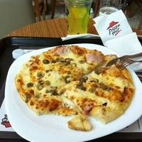 Photo taken at Pizza Hut by Ana Paula M. on 3/4/2012