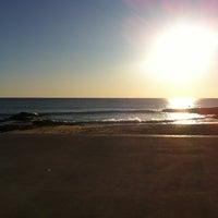 Foto tirada no(a) Praia do Moinho por Teófilo F. em 2/12/2012