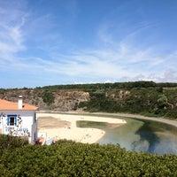 Foto tirada no(a) Praia de Odeceixe por João Miguel L. em 8/13/2012