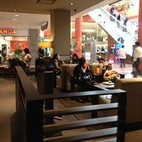 Foto tomada en Starbucks por Tucho Q. el 6/14/2012