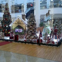 Photo taken at Maringá Park Shopping by Diego D. on 11/16/2011