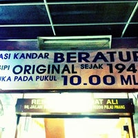 Photo taken at Nasi Kandar Beratur by Hairi B. on 9/30/2011
