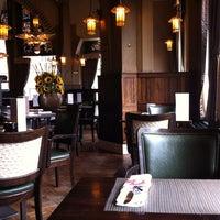 7/28/2012 tarihinde LHNMeaningziyaretçi tarafından Café Américain'de çekilen fotoğraf