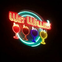 Photo taken at Wet Willie's by Arthur W. on 11/16/2011