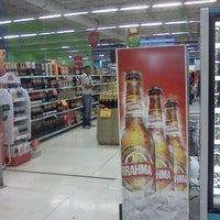 Foto tirada no(a) Extra Hipermercado por Fabio C. em 5/7/2011
