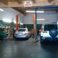 Photo prise au Universal Auto Repair par Shawn U. le6/14/2011