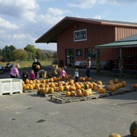 Photo taken at Kelly's Farm Market by Daron on 10/23/2011