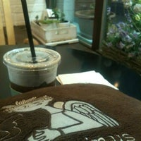 Photo taken at Angel-in-us Coffee by 진석 김. on 7/13/2012