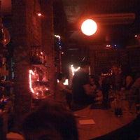 Снимок сделан в Sugar Bar пользователем Francisco L. 5/5/2011