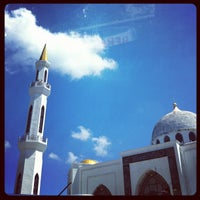 Photo taken at Masjid Al-Ghufran by Mohamad Hilmi O. on 4/7/2012