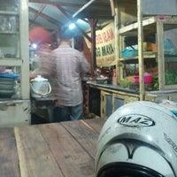 Photo taken at Nasi goreng cak to by Aziz E. on 3/29/2012