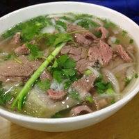 Photo taken at Phở 10 Lý Quốc Sư by Nguyễn Lê H. on 3/1/2012