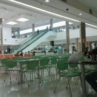 Foto tirada no(a) Shopping União por Gabriele A. em 4/20/2012