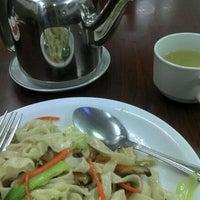 Photo taken at ฉวนจาฟู อาหารจีน by nun n. on 2/5/2012