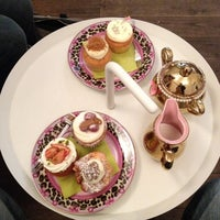 Photo taken at MoMade Cupcakes by François F. on 6/11/2012