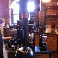 Photo prise au Ristretto Roasters par Linda J. le7/22/2012