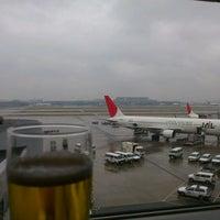 Photo taken at JAL Sakura Lounge - International Terminal by Akira M. on 3/9/2012