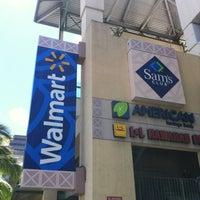 Foto diambil di Walmart oleh Chiaki M. pada 8/5/2012