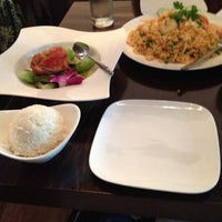 Photo taken at Osha Thai Restaurant & Bar by Isma I. on 4/22/2012
