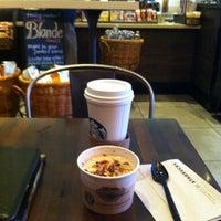 Foto tomada en Starbucks por Rick M. el 6/19/2012