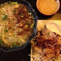Снимок сделан в Green Leaf Vietnamese Restaurant пользователем heidi r. 5/29/2012