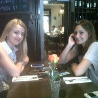 Photo prise au Café Rialto par Lewis S. le8/12/2012