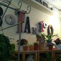 Photo taken at Café Botánico by Eva A. on 2/16/2012