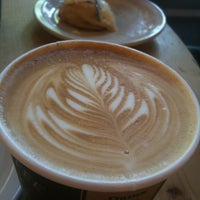 Photo prise au Sisters Coffee Company par Michael P. le7/5/2012