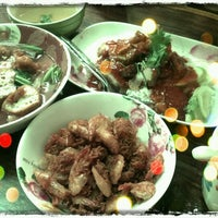 Photo taken at ร้านหนูท่าใหญ่ by ชาญวิทย์ เ. on 7/8/2012