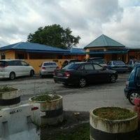 Photo taken at Surau Hentian Puncak Titiwangsa by Faqih I. on 3/10/2012