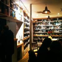 Photo prise au L'Ébéniste du Vin par Hilda P. le2/16/2012