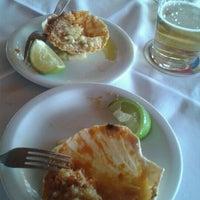 Foto tomada en Restaurante Toca da Traíra por Hanna S. el 3/14/2012