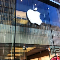 Photo taken at Apple Liverpool ONE by Romain D. on 4/1/2012