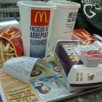 Foto tirada no(a) McDonald's por Laís F. em 9/12/2012