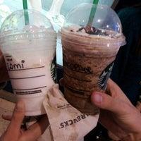 Foto tomada en Starbucks por Christopher B. el 7/22/2012