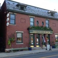 รูปภาพถ่ายที่ Queen City Creamery โดย Jason C. เมื่อ 6/9/2012
