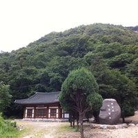 Photo taken at 실상사 (實相寺) by Nakkyo J. on 7/31/2012