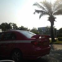 Photo taken at วงเวียน โรงพยาบาลศรีธัญญา by vidview D. on 2/23/2012