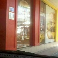 Foto tirada no(a) McDonald's por Flavini R. em 5/6/2012
